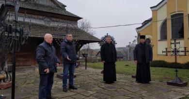 У Старій Скваряві відкрили виставку хрестів