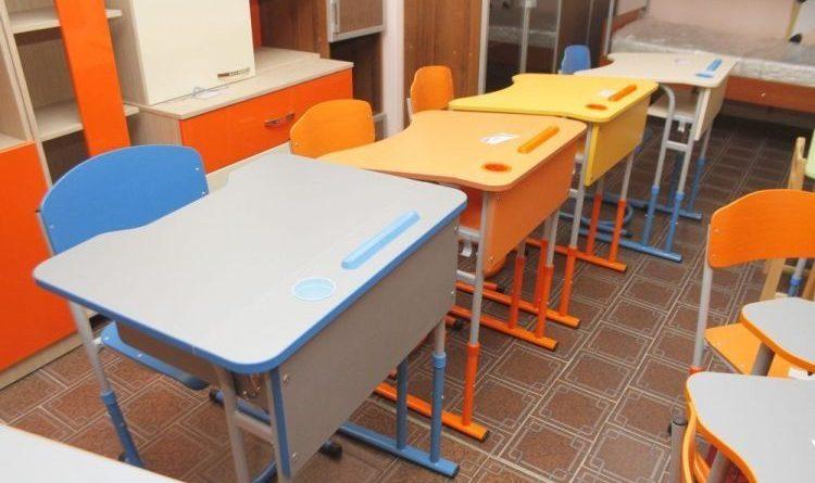 У школи Жовківщині закупили майже 1,5 тисячі парт, які не відповідають стандартам
